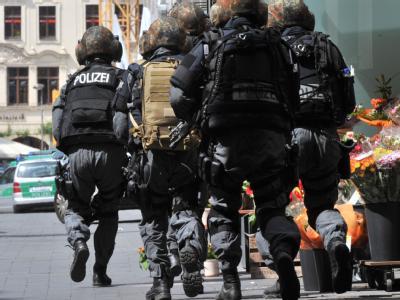 Ein bewaffneter Mann hatte eine Filiale der Modekette H&M in der Leipziger Innenstadt überfallen und Geiseln genommen.
