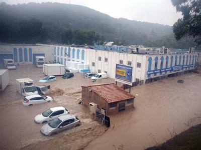 Ein von den Wassermassen überfluteter Industriekomplex im Süden Frankreichs.