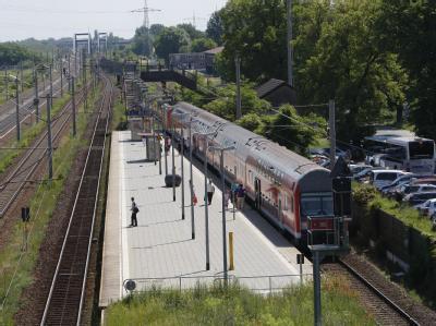 Die ICE-Bahnstrecke Berlin-Hannover musste teilweise gesperrt werden, weil Metall aus den Oberleitungen gestohlen worden ist.