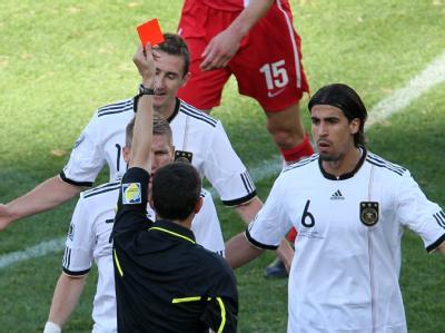 Rote Karte für Miroslav Klose - damit fing das Fiasko an.