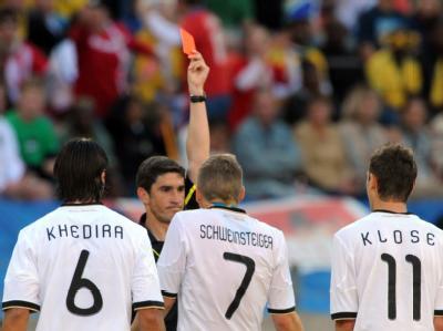 Der Platzverweis für Miroslav Klose.