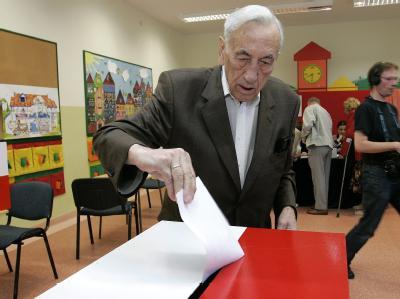 In Polen muss nun eine Stichwahl über den neuen Präsidenten bestimmen.