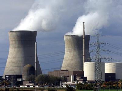 Bundeskanzlerin Merkel berät mit den Chefs der vier Atomkonzerne Eon, RWE, EnBW und Vattenfall über längere Laufzeiten für Kernkraftwerke.