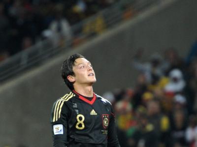 Torschütze Özil nach seinem Treffer.