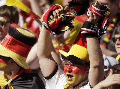 Deutsche Fans jubeln über den Sieg der DFB-Elf.