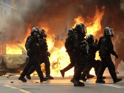 Nach friedlichen Demonstrationen gegen den G20-Gipfel ist es in Toronto zu Ausschreitungen gekommen.