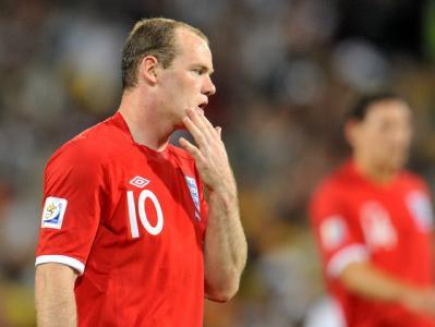 Wayne Rooney ist nach der Niederlage gegen Deutschland niedergeschlagen.