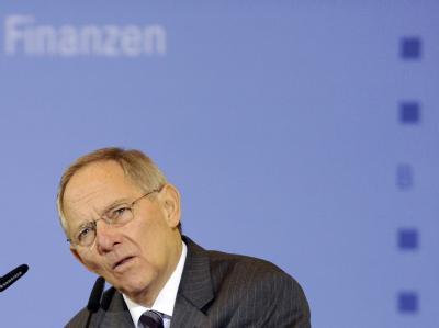 Bundesfinanzminister Schäuble hat Hoffnungen auf spürbare Zusatzeinnahmen für den Staat durch eine teilweise Abschaffung der ermäßigten Mehrwertsteuersätze gedämpft.
