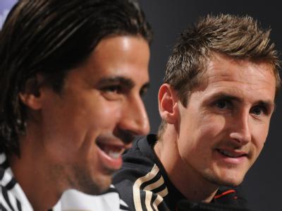 Sami Khedira (l), Miroslav Klose und Co. dürfen ein paar Stunden abschalten - und sind froh darüber.