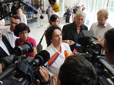 Die Bundestagsabgeordnete der Linken und Kandidatin bei der Wahl des Bundespräsidenten, Luc Jochimsen informiert die Presse.