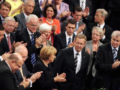 Der neu gewählte Bundespräsident Christian Wulff erhält den Applaus der CDU Wahlmänner nach seiner Wahl.