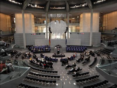 Das Parlament beschäftigt sich mit der geplanten Milliarden-Abgabe der deutschen Atomkonzerne und über die Pläne der schwarz-gelben Koalition für das Gesundheitswesen.