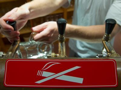 Die Drogenbeauftragte der Bundesregierung fordert, alle Möglichkeiten für einheitlichen Nichtraucherschutz auszuloten.