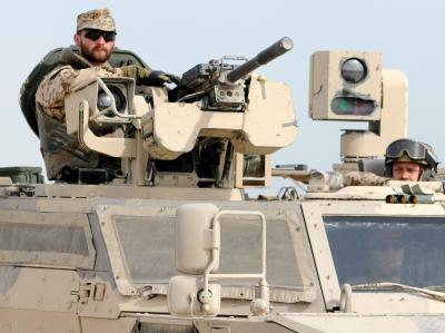 Soldaten patroullieren auf ihren Fahrzeugen in Kundus mit ihren Fahrzeugen durch Kundus. (Archivfoto)