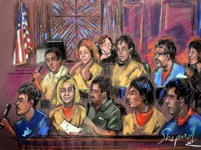 Eine Gerichtssaalzeichnung von der Anhörung der zehn Personen, die als russische Spione verdächtigt werden.