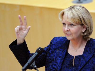 Die neue Ministerpräsidentin von Nordrhein-Westfalen, Hannelore Kraft (SPD), wird  im nordrhein-westfälischen Landtag vereidigt.