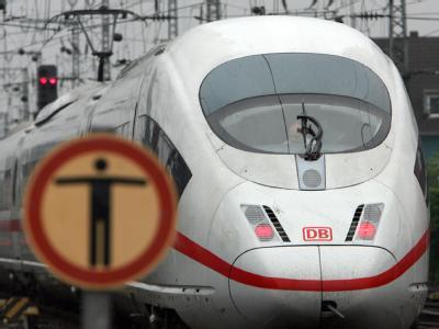 Die Bahn steht nach dem Ausfall der Klimaanlagen in mehreren Zügen in der Kritik.