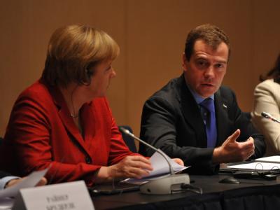 Bundeskanzlerin Angela Merkel und Russlands Präsident Dmitri Medwedew sprechen in Jekaterinburg (Russland).