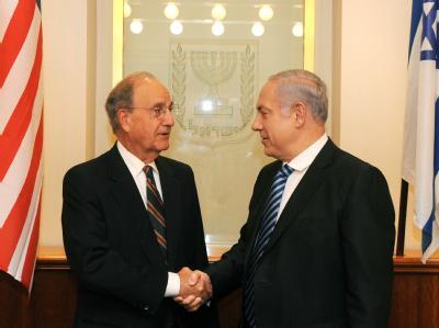 Israels Ministerpräsident Benjamin Netanjahu trifft den US-Nahost-Vermittler George Mitchell in Kairo.