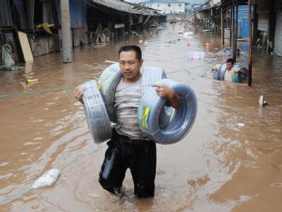 Allein in den vergangenen sechs Tagen starben am oberen Jangtse bei Überschwemmungen 73 Menschen.