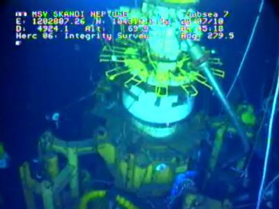 Die provisorische Kappe auf dem Bohrloch bleibt vorerst zu - das Meer hat sie schon von bis zu 25.000 Tonnen Öl verschont.