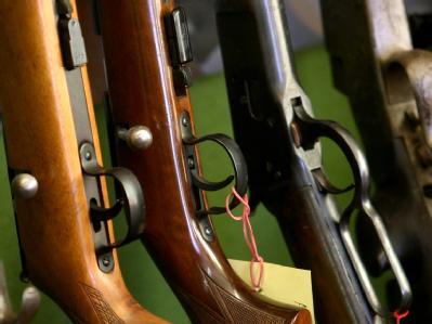 Waffengegner der Initiative «Keine Mordwaffen als Sportwaffen» haben Verfassungsbeschwerde gegen das Waffengesetz eingelegt. (Symbolbild)