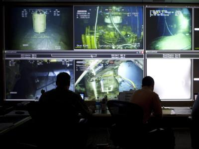 Das BP-Handout zeigt die Kommandozentrale mit Überwachungsmonitoren.