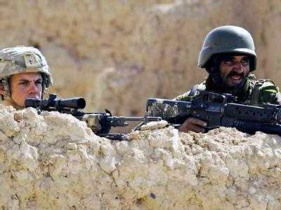 Ein US-Soldat und ein afghanischer Soldat bei der Operation «Moshtarak» in Badula Qulp in der afghanischen Provinz Helmand: Die US-Einheiten und deren Verbündete verlieren in dem seit knapp neun Jahren andauernden Krieg am Hindukusch zunehmend an Boden.