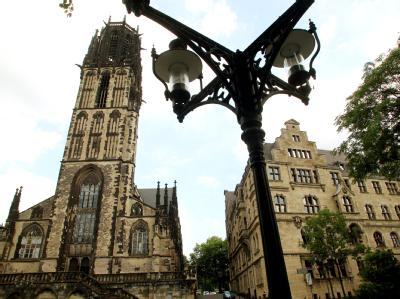 In der Salvatorkirche soll am Samstag der Gedenkgottesdienst für die Opfer der Loveparade abgehalten werden.