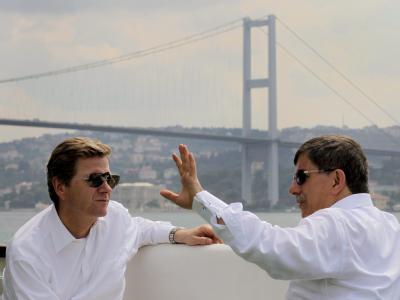 Außenminister Westerwelle und sein türkischer Amtskollege Ahmet Davutoglu in Istanbul.