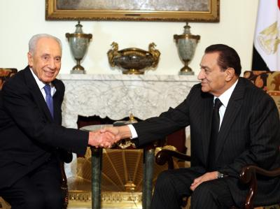 Peres bei Mubarak in Kairo