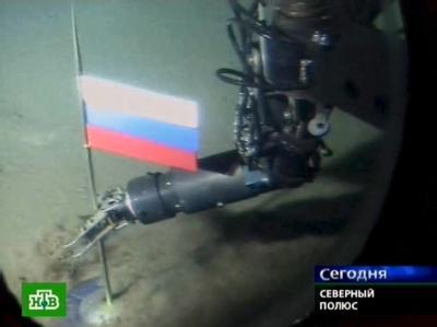 Videograb des russischen Fernsehens: Der Roboterarm eines Mini-U-Bootes steckt demonstrativ die Nationalflagge Russlands in den Meeresboden am Nordpol. (Archivbild)