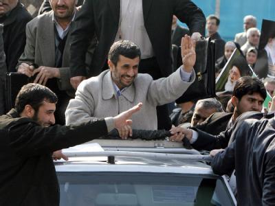 Irans Präsident Mahmud Ahmadinedschad soll einen Attentatsversuch überlebt  haben.