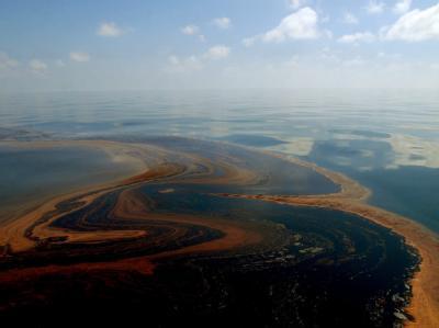 Ölteppich imGolf vonMexiko nahe der verunglückten ÖlbohrplattformDeepwaterHorizon (Archivfoto vom 7.5.2010).