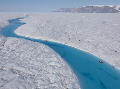 Wissenschaftler untersuchten im Juli 2009 eine Teil des Petermann-Gletschers.