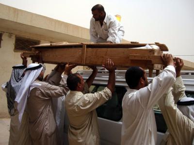 Terroristen haben wenige Tage vor Beginn des Ramadan einen belebten Markt in der südirakischen Hafenstadt Basra angegriffen.