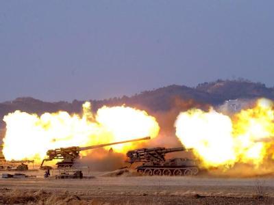 Kurz nach dem Ende eines Seemanövers der südkoreanischen Streitkräfte im Gelben Meer hatte Nordkorea am Montag in der Nähe der umstrittenen Seegrenze mehr als 100 Artilleriegeschosse abgefeuert.