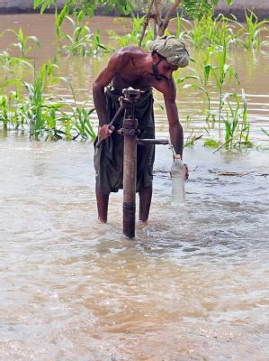 Im Katastrophengebiet mangelt es an sauberem Trinkwasser.