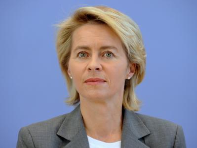 Bundesarbeitsministerin Ursula von der Leyen setzt auf die Einführung einer Bildungs-Chipkarte.