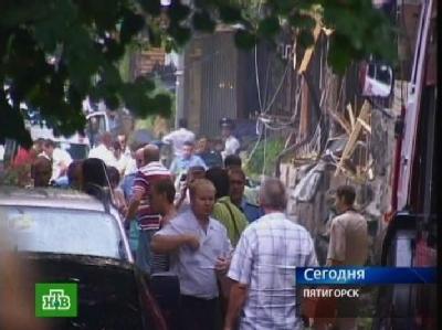 TV-Aufnahme nach dem Bombenattentat vor einem Cafe in Südrussland.