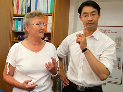 Bundesgesundheitsminister Philipp Rösler besucht eine Landarzt-Praxis.
