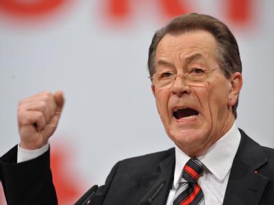 Der ehemalige SPD-Vorsitzende Franz Müntefering wirft der neuen Parteiführung vor, die SPD-Rentenposition aus parteitaktischen Gründen zu korrigieren.