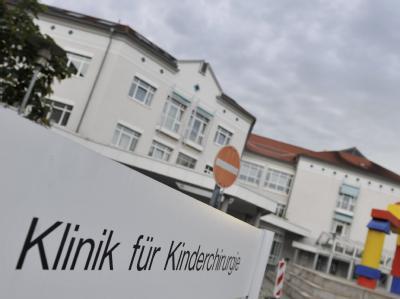 Das Zentrum für Kinder- und Jugendmedizin der Universitätsmedizin Mainz. Hier sind am Samstag nach der Versorgung mit einer mit Bakterien verunreinigten Infusion zwei Säuglinge gestorben.