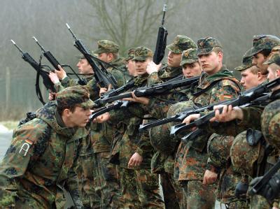 Guttenberg: «Es wird keine Bundeswehr nach Kassenlage geben, sondern eine, die die sicherheitspolitischen und verteidigungspolitischen Herausforderungen bewältigen kann.»