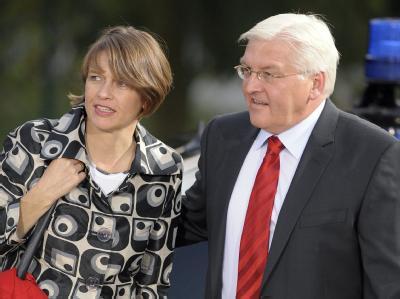 SPD-Fraktionschef Frank-Walter Steinmeier wird der politischen Bühne einige Zeit fernbleiben.