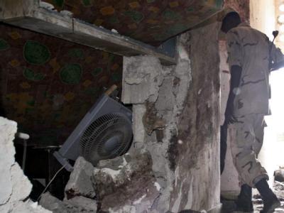 Als Armeeangehörige verkleidete Rebellen haben ein Hotel in Mogadischu gestürmt.