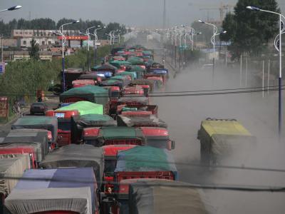 Im Norden Chinas stehen seit Tagen tausende Autos im Stau.