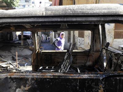 Das Wrack eines ausgebrannten Wagens nach den jüngsten Gefechten zwischen Schiiten und Sunniten.