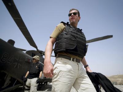 Bundesverteidigungsminister Karl-Theodor zu Guttenberg besucht nahe Kundus in Afghanistan den vorgeschobenen Posten