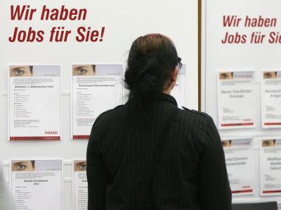 Jobsuchende in Erfurt: Langzeitarbeitslose bleiben trotz Ein-Euro-Jobs weiterhin ohne feste Beschäftigung, so der Bundesrechnungshof (Archivbild).